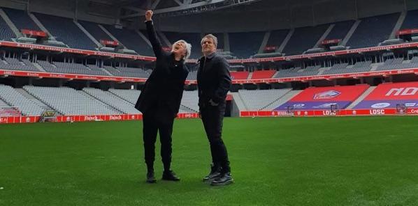 Nicola Sirkis et Oli de Sat au Stade Pierre Mauroy, Villeneuve d'Asqc | © Indochine